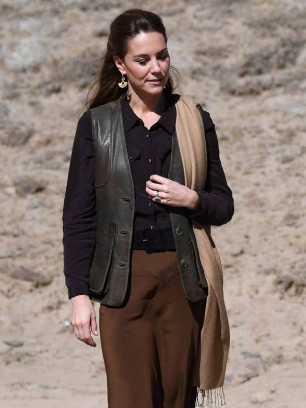 kate-middleton-duchess-of-cambridge-arriving-and-touring-chitral-in-pakistan