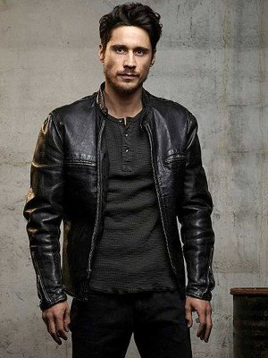 Queen of The South Peter Gadiot Black Jacket