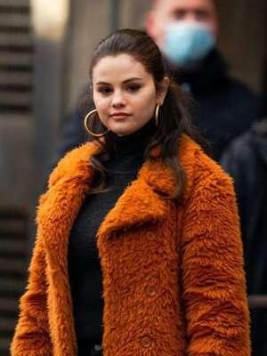 Selena-Gomez-Coat